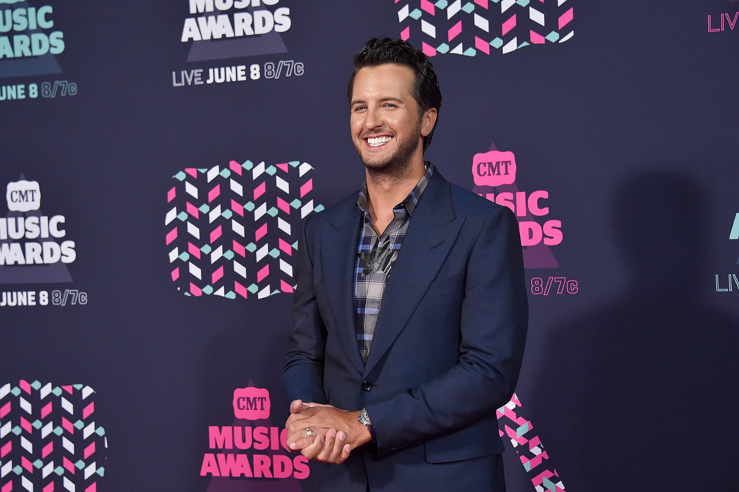 Luke Bryan Will Sing Super Bowl LI National Anthem